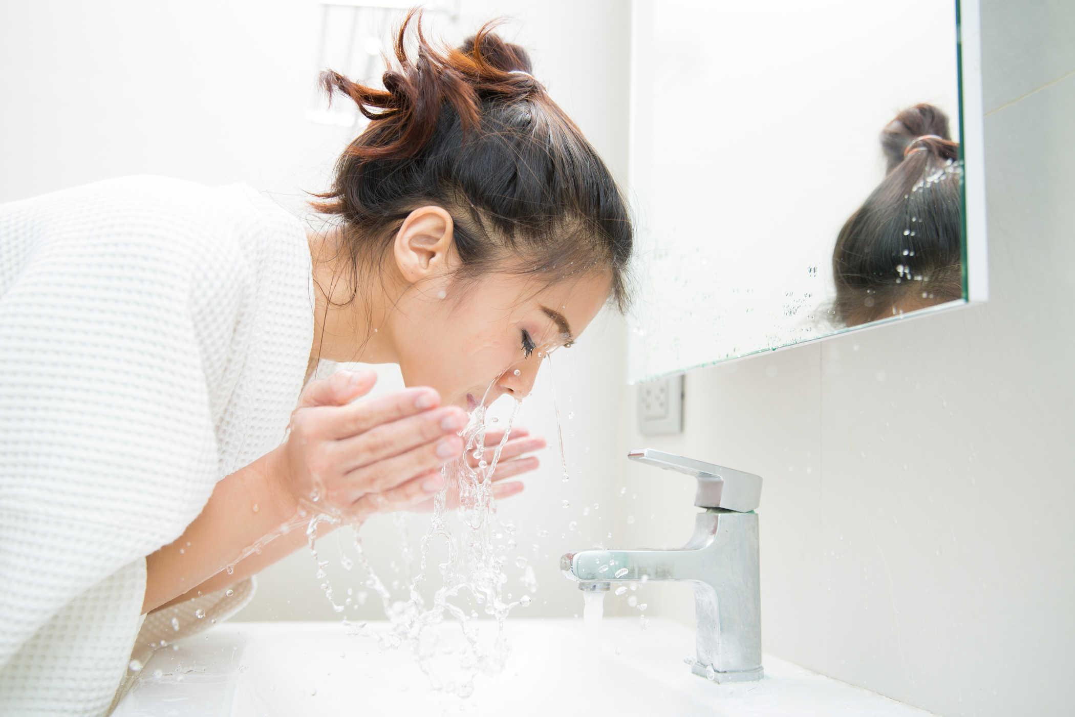 vệ sinh da mặt sạch sâu