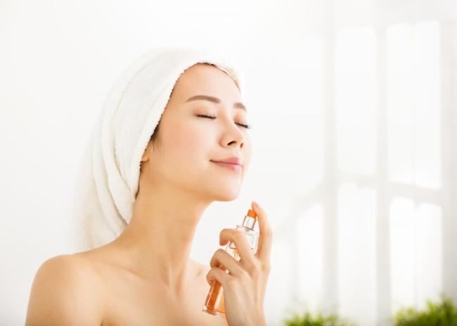 Skincare với xịt khoáng cho da nhạy cảm