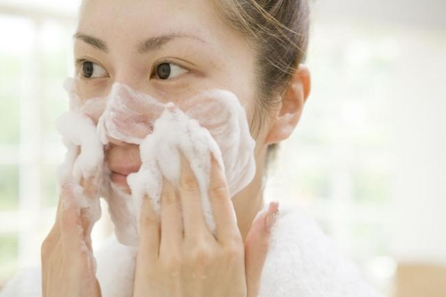 cách rửa mặt đúng cách