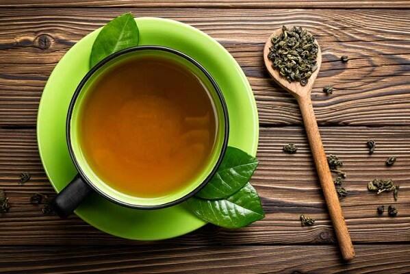 Làm sạch da bằng nước lá trà xanh