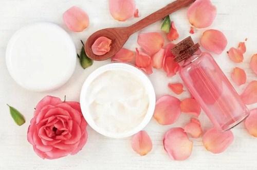 làm sạch da bằng Nước hoa hồng