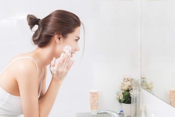 cách làm sạch da mặt bị mụn
